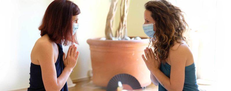 Tantra Massage mit OP Maske 3